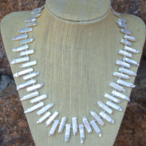 Handmade stick pearl collar necklace for women.