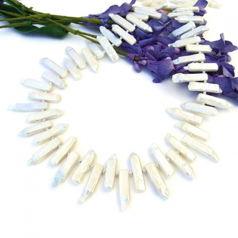 Biwa stick pearl collar necklace.