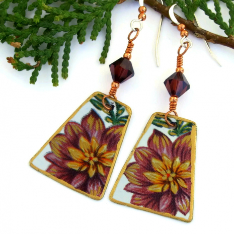 Flower jewelry for women.