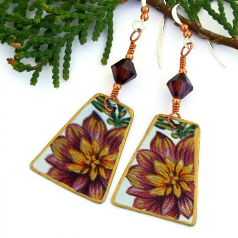 Flower jewelry for women.