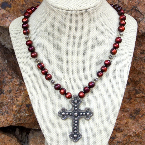 Budded cross fashion necklace with pearls