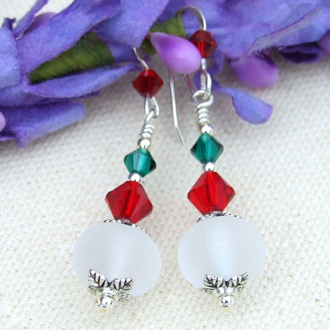 Christmas holiday dangle earrings.