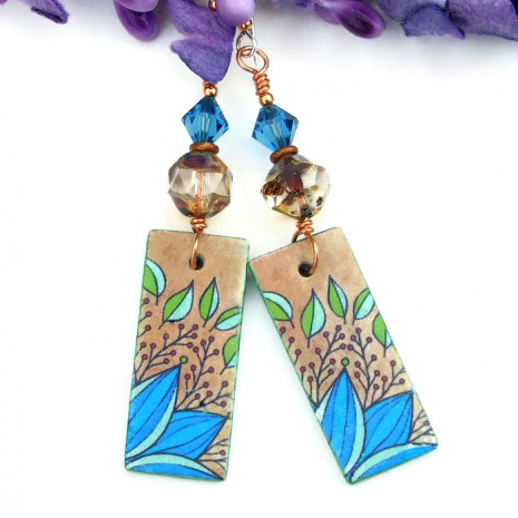 Turquoise and tan foliage leaf earrings.