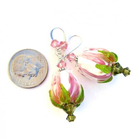 Fashion flower earrings for women.