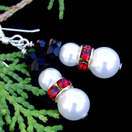 Holiday snowmen earrings for women.