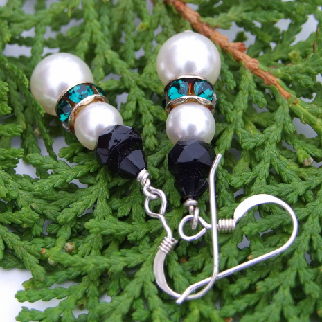Fun handmade snowmen earrings for Christmas holiday wear.
