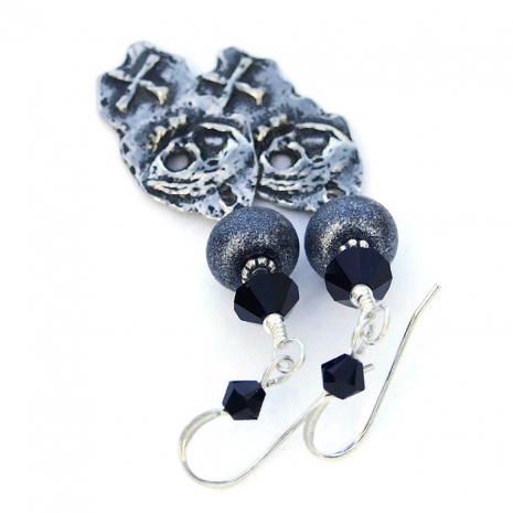 Halloween skull earrings for women.