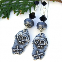 skull and crossbone pirate earrings